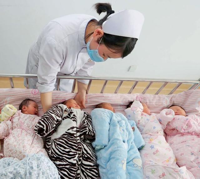 专家:中国的生育率下降太快,要彻底放开