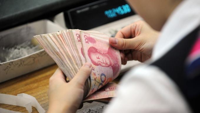 美元面临闪崩风险人民币中间价报6.8488下调99点