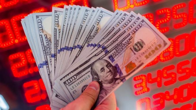 贸易冲突升级带来避险买盘美元上涨英镑先升后贬